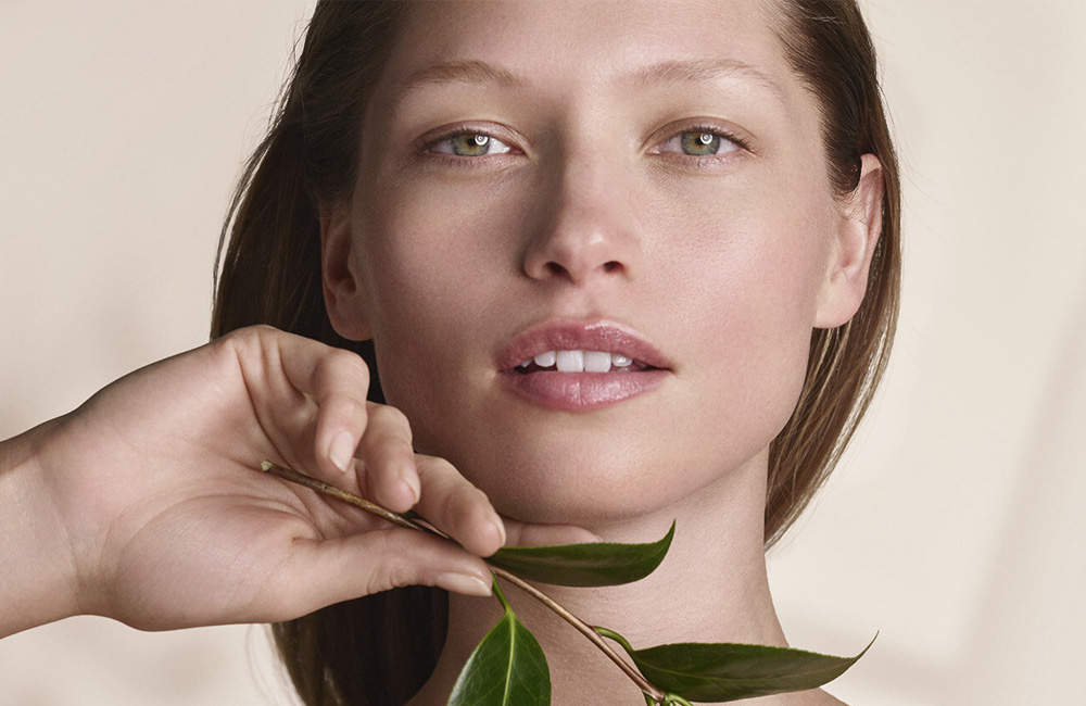 Calm-Essentiel, la nueva gama de Clarins para las pieles más sensibles