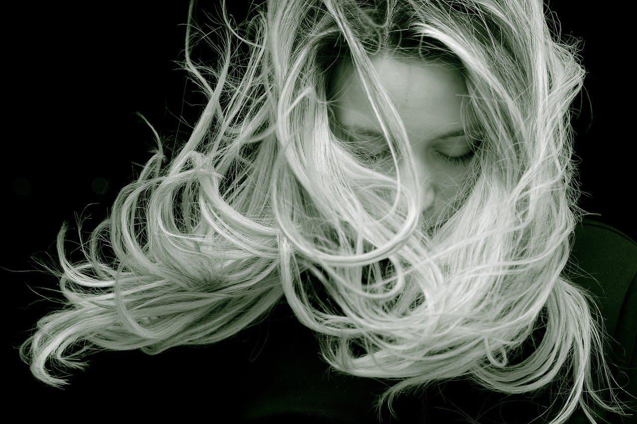 Cómo acabar con el cabello encrespado